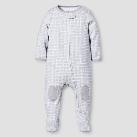 I can't get over those little knee patches. This would be a perfect baby shower present because it is gender neutral! | The Mom Friend's 5 Favorite Things from the Nate Berkus for Baby at Target | themomfriend.com