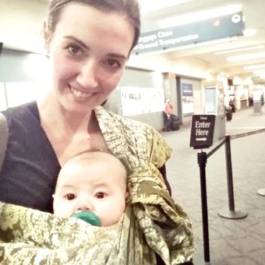 A comfortable (and inexpensive!) ring sling option, which is great for first-time moms or those new to babywearing. It is padded and easy to use, and overall a great babywearing option for new moms! Baby gear, Babywearing review, baby carrier reviews | themomfriend.com