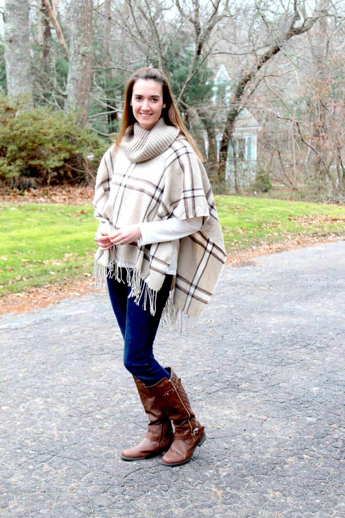 Ponchos are the easiest way to find some early pregnancy style, they make for great first trimester outfits!
