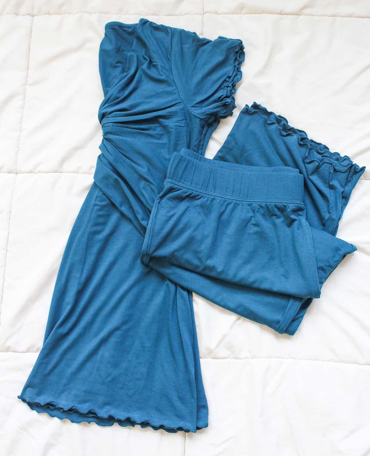 Blue clothing set to be warn in hospital after baby delivery.