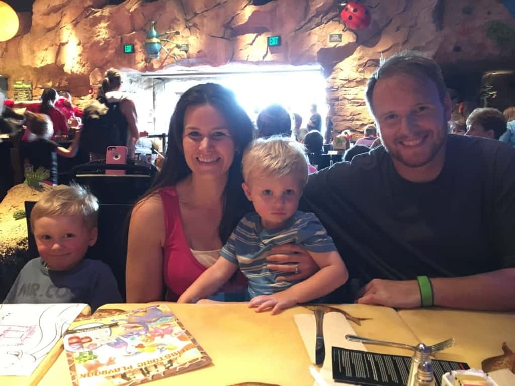 Family sits down to dinner on Disney Cruise.