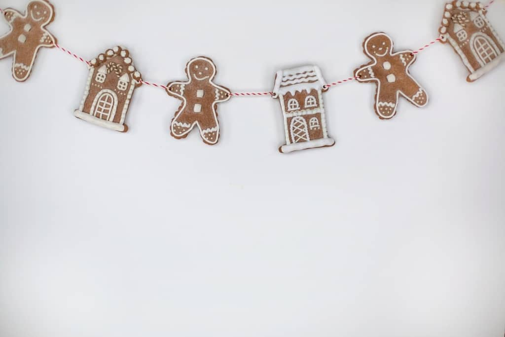 DIY gingerbread garland Christmas decor.