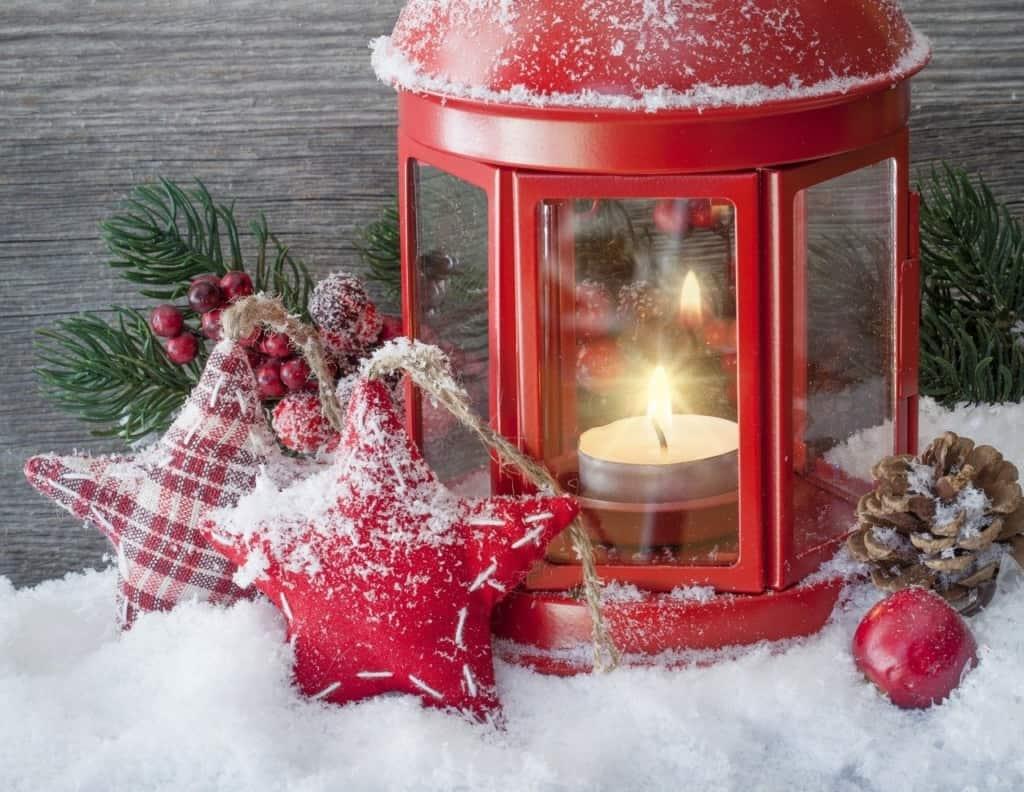Red Lanturn DIY Christmas Decor Ideas.