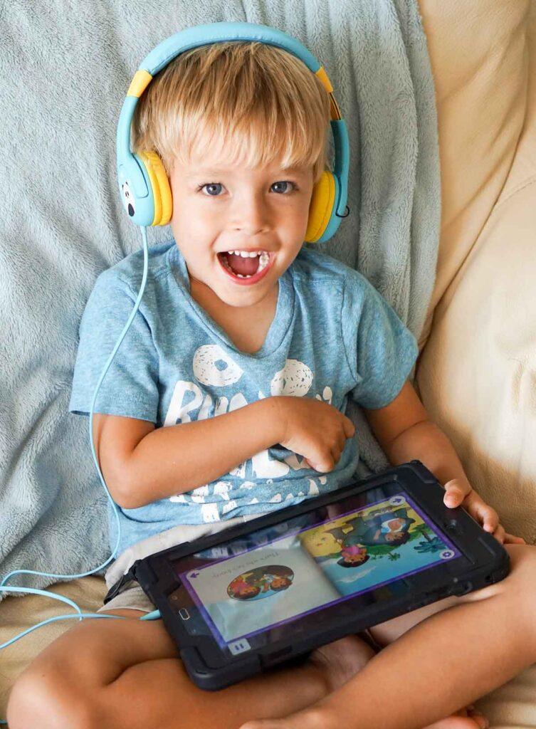 Toddler using nogging app.